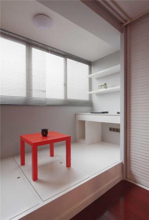 客厅阳台装修效果图榻榻米打造成书房