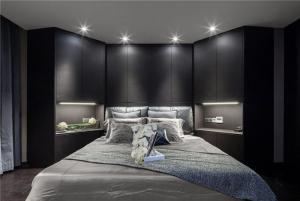 黑色为主色调的卧室双人床