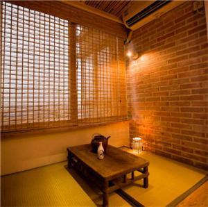 客厅阳台装修效果图日系榻榻米设计