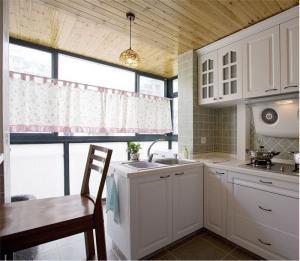白色厨房小橱柜