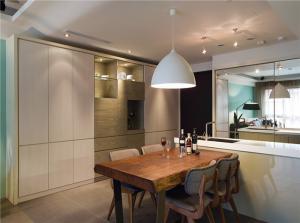 小户型家装样板间实木餐桌