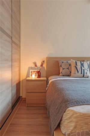 卧室床款式床头柜定制