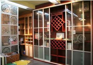 现代化的家装设计酒柜