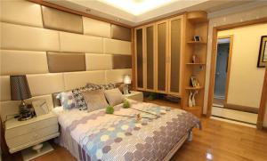 多功能卧室整体衣柜