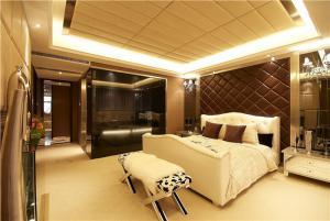 卧室双人床软包背景墙