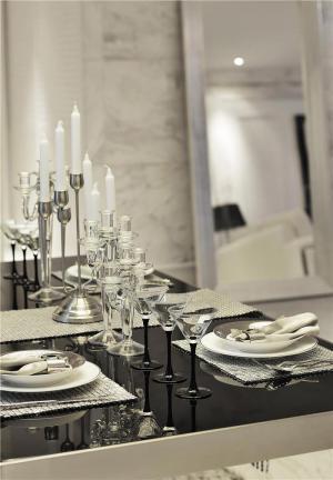 小户型客厅小餐桌