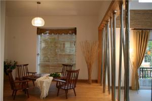 公寓客厅小餐桌
