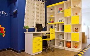 儿童房墙纸效果图整体儿童书桌书柜