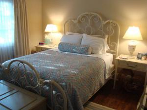 女生小卧室床装修