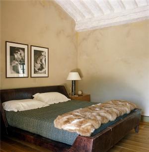 主卧室的床搭配