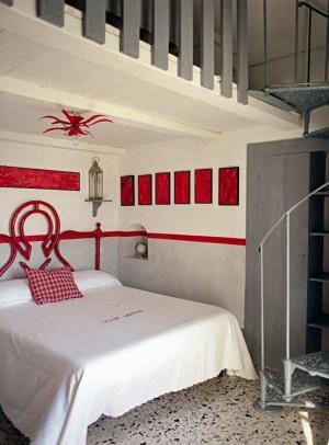 复式楼小卧室床