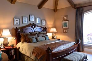 欧式古典木质卧室床