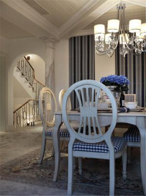 温馨家用餐桌餐椅