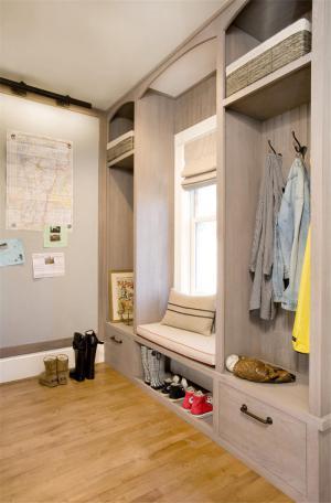 公寓小型衣帽间装修效果图