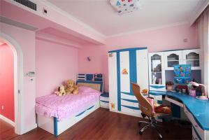 家装简单的儿童床书桌