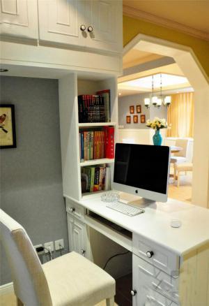 白色小型创意书桌