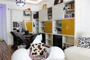 现代风格小书房书柜