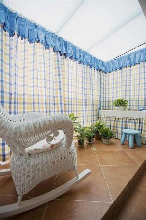 格子窗帘客厅阳台装修效果图